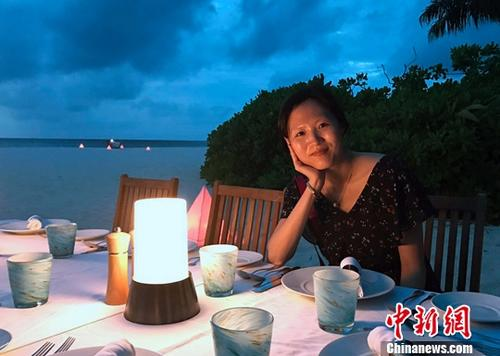 中国侨网图为今年春季,施宝玲在马尔代夫旅游时拍摄的照片。新时社发 钟欣 摄