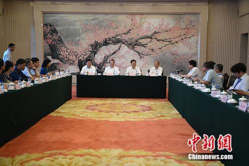 中国侨网9日下午,归侨侨眷知识分子国情考察活动座谈会在长春召开。张瑶 摄