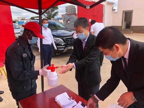驻赞比亚大使走访慰问在赞中资企业和侨团