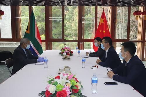 涉中國公民綁架案頻發駐開普敦總領事約見當地警方