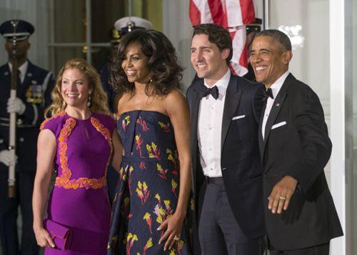 巴马在白宫欢迎加拿大总理特鲁多及他的夫人索菲.(美国世界新闻