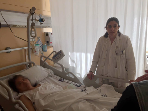 老纺织工人在医院接受治疗