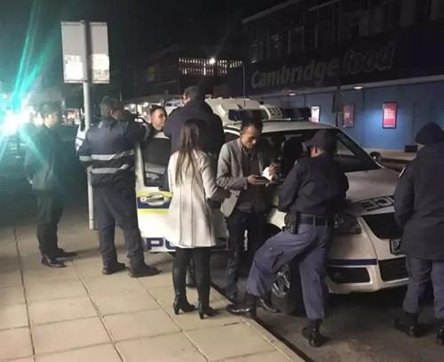 南非金伯利一华人店铺遭抢劫 女店主受轻伤