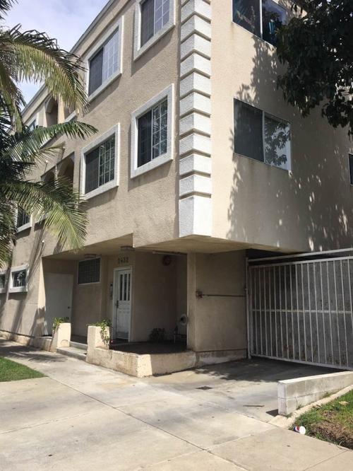 中国侨网Erick与室友在位于圣塔蒙尼卡市租住的公寓,至今还在交纳房租,至今年7月合约才到期。(美国《世界日报》/孙楠希 摄)