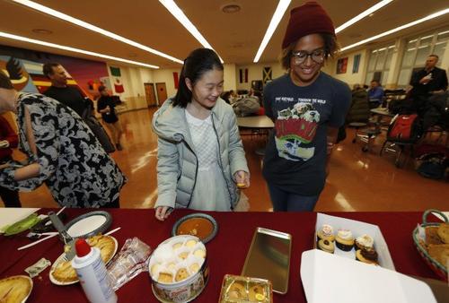 中国侨网中国留学生赴美留学,面临诸多差异。(美国《世界日报》援引美联社)