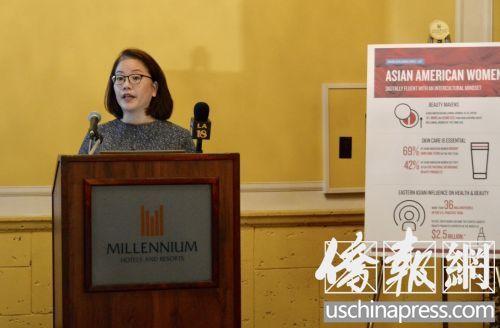 中国侨网尼尔森策略社区联盟副总裁卡彭特(Mariko Carpenter)在新闻发布会上。(美国《侨报》/夏嘉 摄)