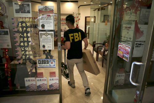中国侨网FBI日前对圣盖博市夏利士律师事务所及相关的加州投资移民基金(CIIF)突检。(美国《世界日报》援引美联社)