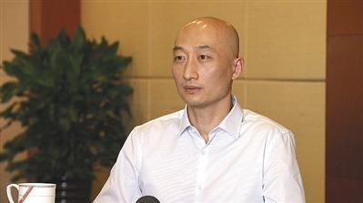 蒙冤被判15年 郭文贵昔日伙伴曲龙再审改判无罪