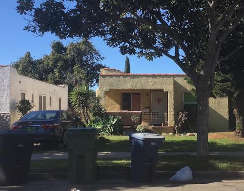 中国侨网出事的独立屋在山谷大道北边,据洛县警局(LASD)消息,这幢独立屋被改建成八个卧室,另外车库也改建成额外的三个卧室。(美国《世界日报》/张敏毅 摄)