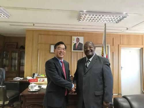 两名中国公民遭武装抢劫 驻津巴布韦大使馆介入