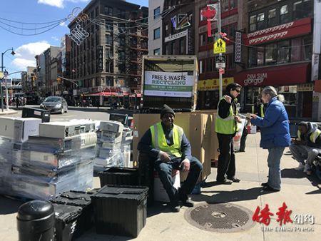 纽约华埠集中回收电子垃圾华人积极参与