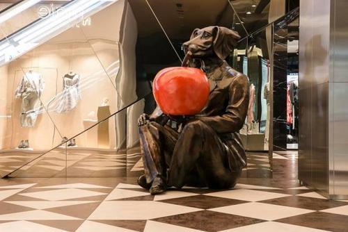 """美华埠""""狗人""""雕塑涉辱华?华社将开会讨论其去向"""