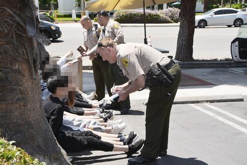 约十名在美中国留学生旅馆前玩仿真枪遭警方包围