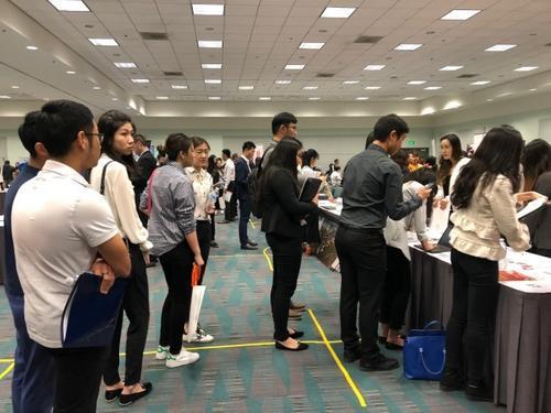 从扎堆来到挥手走美国还是中国留学生最向往的地方吗