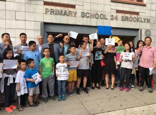 纽约特殊高中改革方案引发家长抗议两派人马对峙