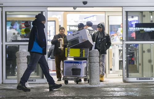 民调:加拿大七成受访者开始避免购买美国货