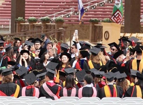 中国留学生获斯坦福博士学位望弘扬中华文化
