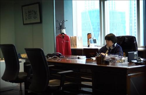 中国侨网黄劲在办公室。受访者供图
