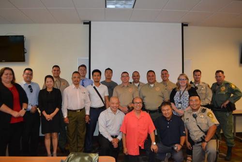 警民联防美国拉斯维加斯警局维护中国城治安
