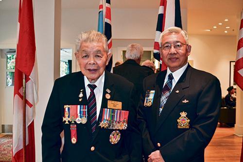 温哥华纪念不列颠战役78周年九旬华裔老兵冒雨出席