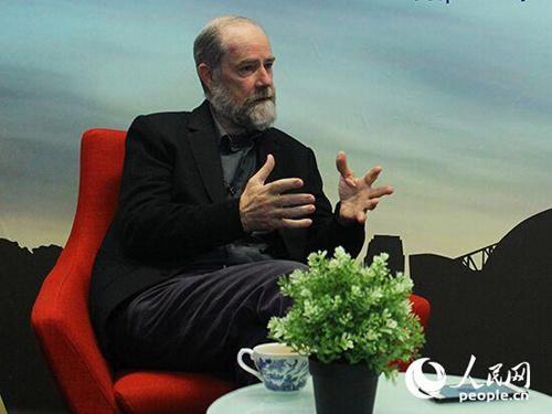 中国侨网西悉尼大学文化和社会研究院客座研究院迈克尔·威廉姆斯博士接受人民网专访 (摄影阴袁扬洋)