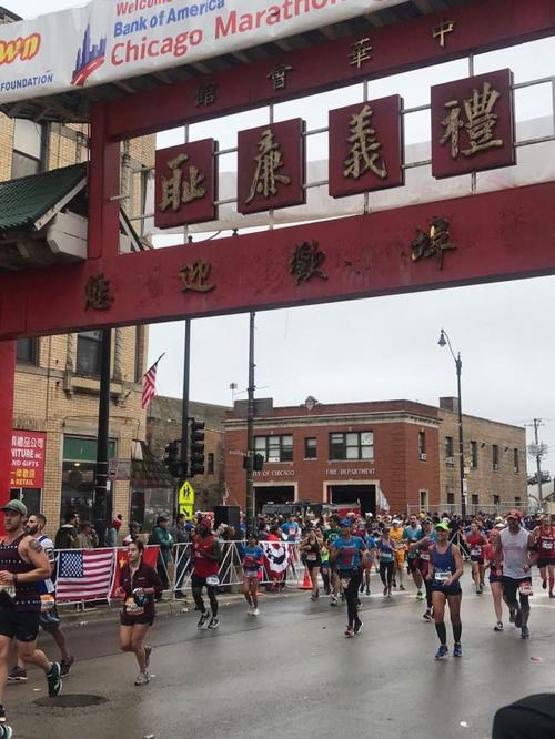 芝加哥举行马拉松比赛中国跑者达1828名再创纪录