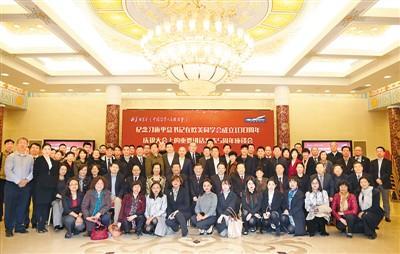 中国侨网图为与会人员合影
