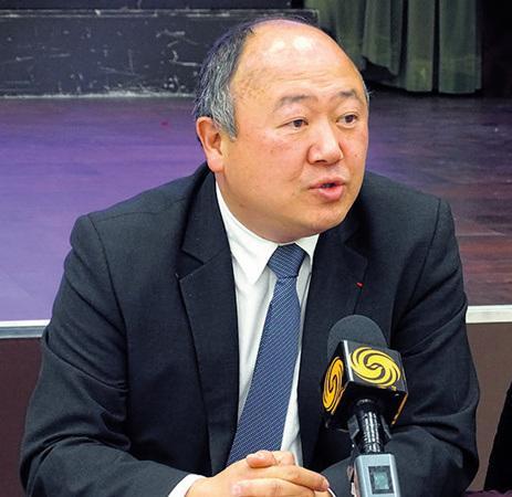"""法国华人议员谈华埠建""""赌场""""对安全问题做出解释"""