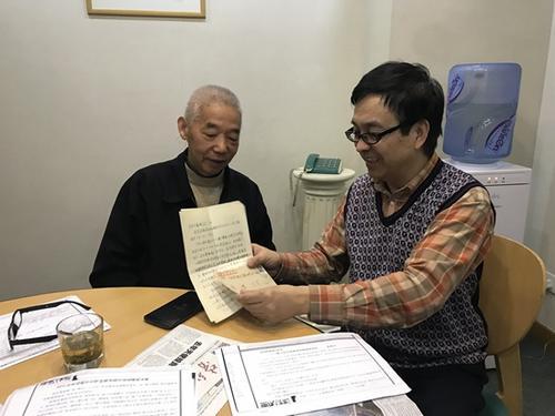 中国侨网10月16日上午,《童增书简》26年前的写信人与收信人跨世纪首次相会。中国民间对日索赔联合会供图