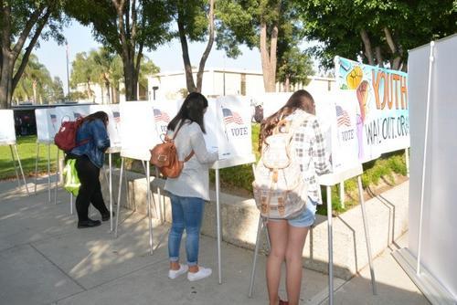 美国中期选举结束华人选民75%支持民主党