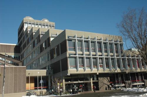 调查:近半大学承认美国亚裔入学门槛高
