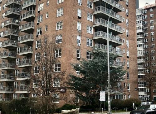 纽约法拉盛公寓楼着火一女子身亡楼内有华裔居民