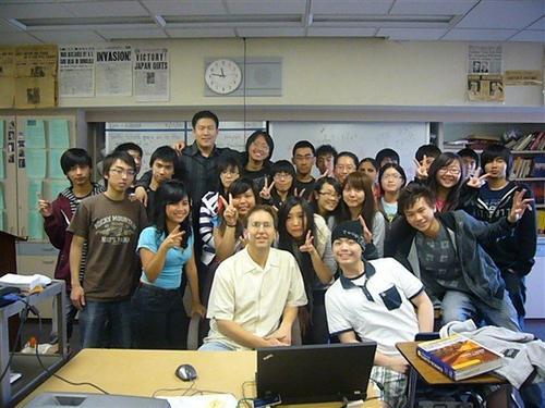 洛杉矶教师见证十年华裔学生变化:更大胆更易融入