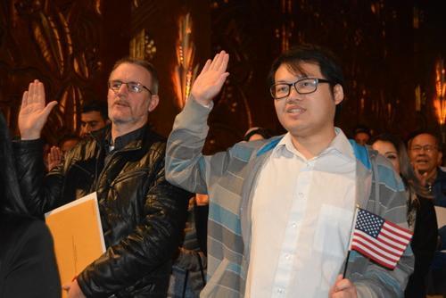 旧金山举行公民入籍仪式华裔分享移民面临的挑战