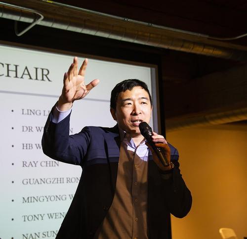 美华裔总统候选人杨安泽再访芝加哥 会见大批支持者