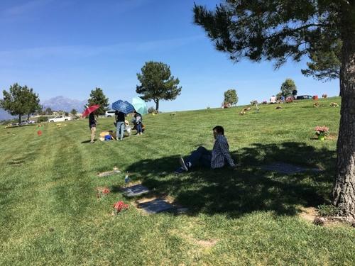 美国华人清明扫墓:祭奠方式不同缅怀的心意一致