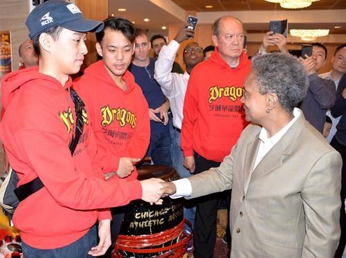 芝加哥新市长走访华埠承诺繁荣华人社区