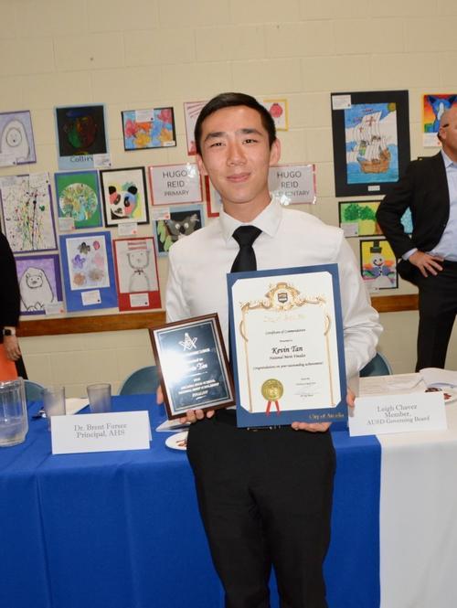 美国加州华裔男孩被哈佛大学录取 分享学习经验