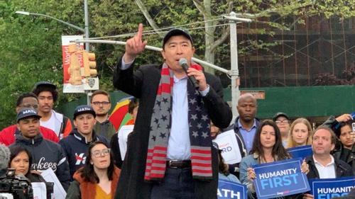 美国总统竞选华裔参选人杨安泽纽约造势支持者聚集