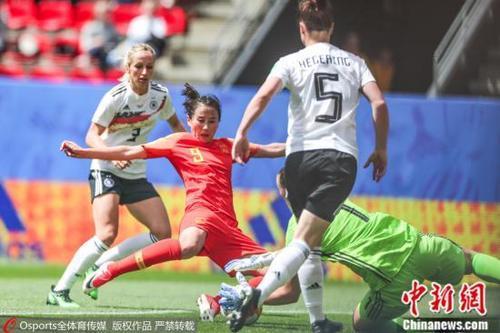 中国侨网  中国女足上半时前场多次威胁德国球门。 图片来源:Osports全体育图片社