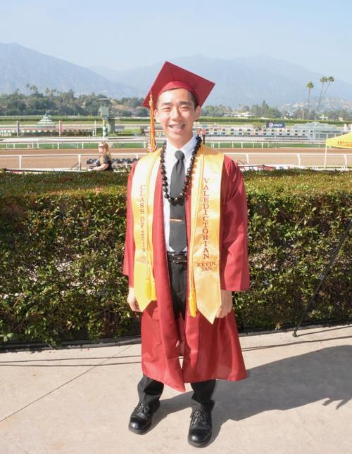 美高中一华裔毕业生拿到三份奖学金未来将进入哈佛