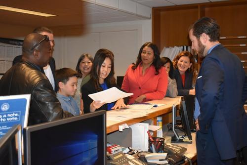 旧金山华裔教育委员欲竞选连任市长全力支持