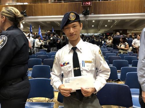 """17岁华裔获""""纽约青年执法开拓者项目""""奖学金"""