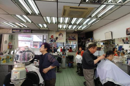 """中国侨网纽约华埠""""上海美发厅""""将结束37年的历史。(美国《世界日报》/金春香 摄)"""