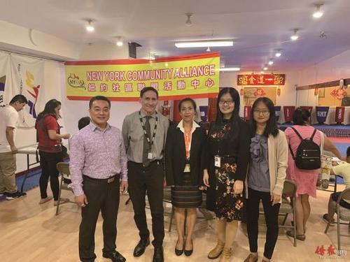 美人口普查局在纽约华埠举办招聘会华裔民众参加