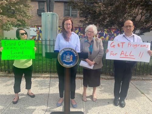 让学生族裔更多元化纽约州议员反对取消资优班