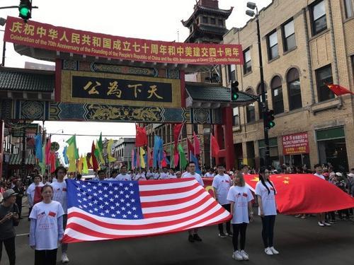 """芝加哥华埠举办""""中美友谊日""""游行 吸引大批民众"""