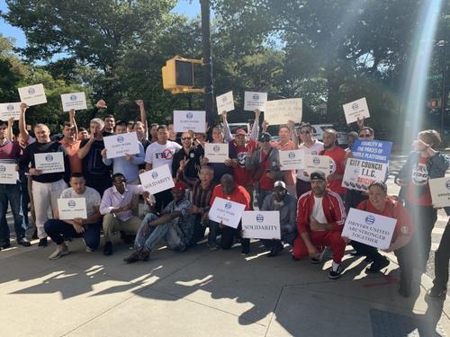 纽约网约车司机游行抗议逾200华人司机参加