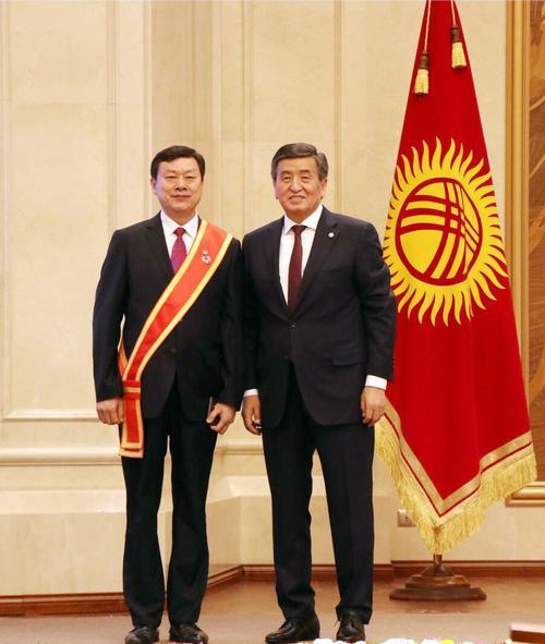 救助吉国530多位患者 中国医生获吉国荣誉奖章