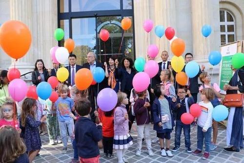 法国华侨华人会和巴黎三区政府共同举办庆中秋活动